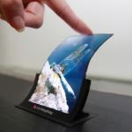 LG 展示 5.5 吋柔性智慧型手機螢幕