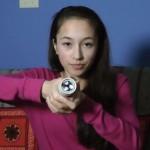 【科技趣聞】15歲小女孩發明手電筒,只靠體溫就能亮