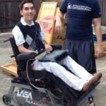 德州高中生打造愛心「坦克」輪椅