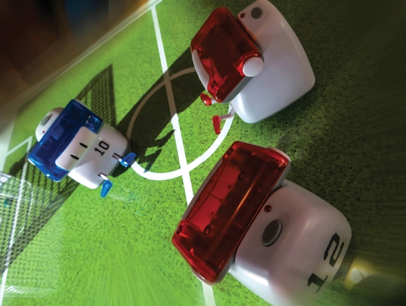 BeeWi-Mini-Robot-Smartphone-Football