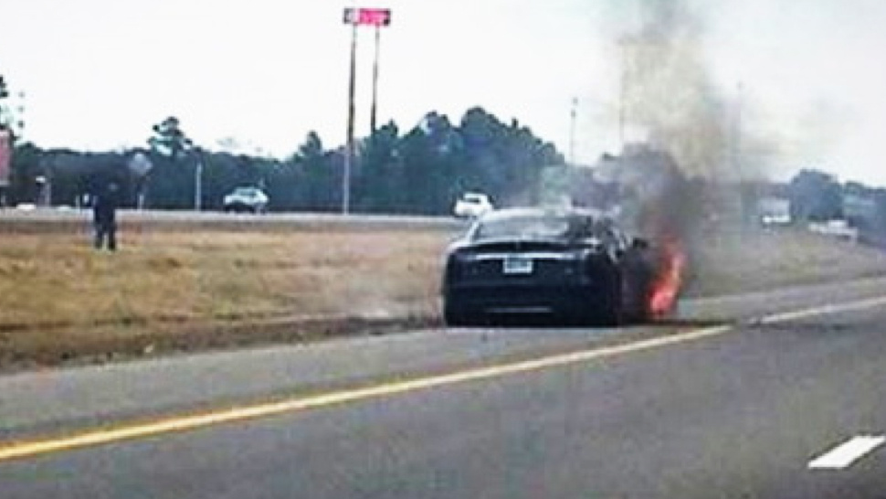 Tesla Model S再度火燒車,股價屋漏偏逢連夜雨