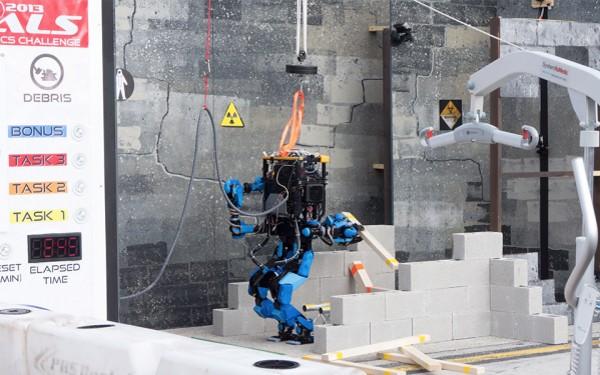 schaft_robot_debris