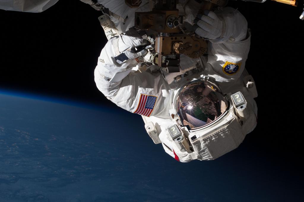 spaceman-walk