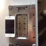 iPhone 6 模具測量,大小應為 4.7 吋