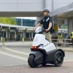 三輪車跑得快,上面坐個……美國警官?