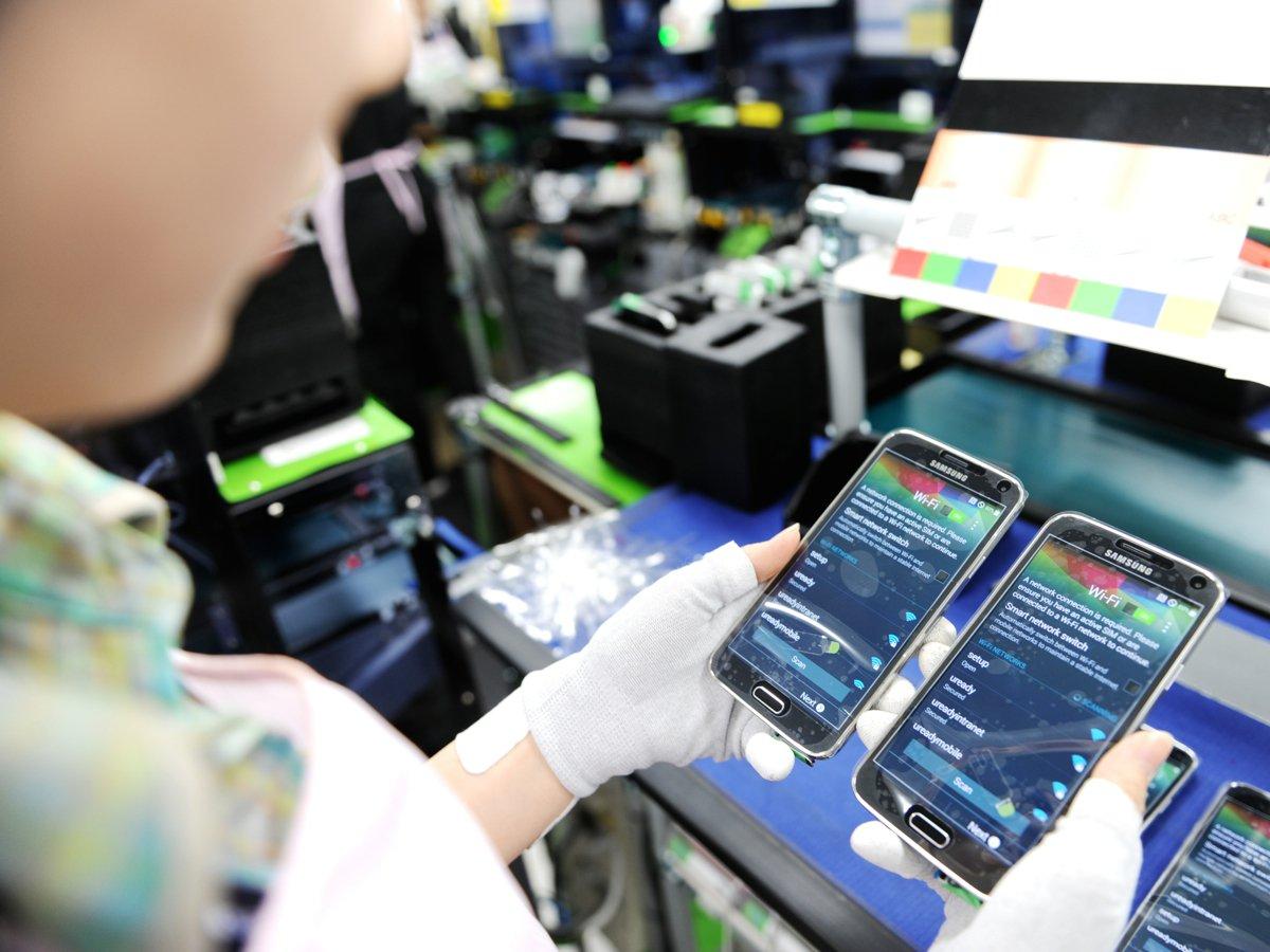 三星galaxy 手机生产中心员工多为年轻女性