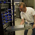 不敵殺價競爭,HP 找富士康打造便宜伺服器