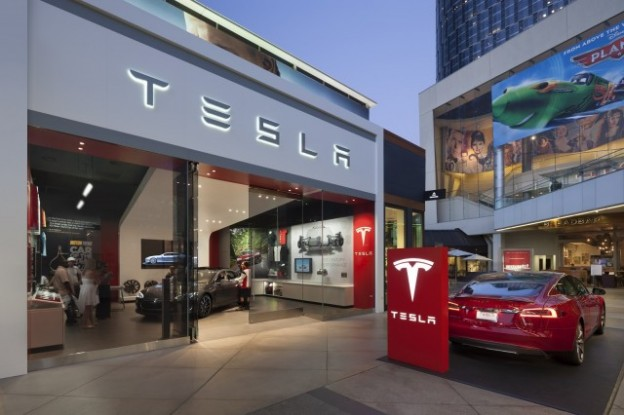 tesla-store-los-angeles-photo-misha-bruk-mbh-architects_100449434_m