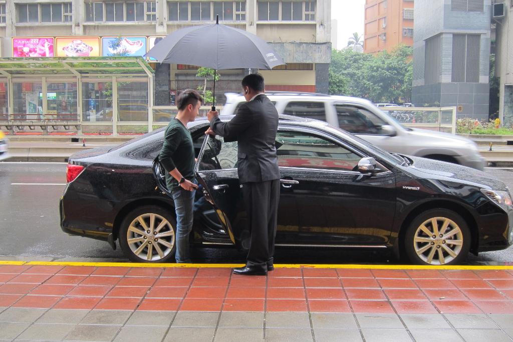 uber-in-the-rain-1024
