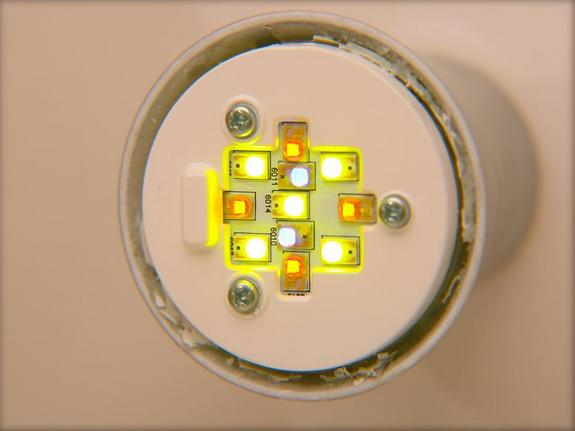 Hue連網智慧LED燈泡內部