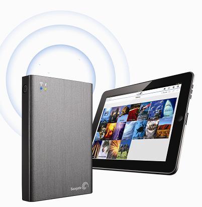 圖說:Seagate Wireless Plus(圖左)與iPad(圖右)使用示意圖