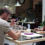 新世代餐桌禮儀:禁用智慧手機