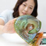 LG 新面板超軟 Q!60 吋 OLED 電視未來可直接捲起來?