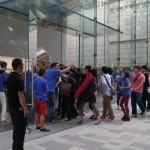 日本果粉瘋了!iPhone 6 預購量傳破百萬、千人排隊搶購