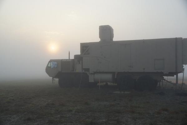 美陸軍雷射砲,用 Xbox 360 手把控制