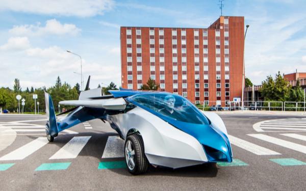 造型科幻、在草地上起降,還有比這更酷的飛行汽車嗎?