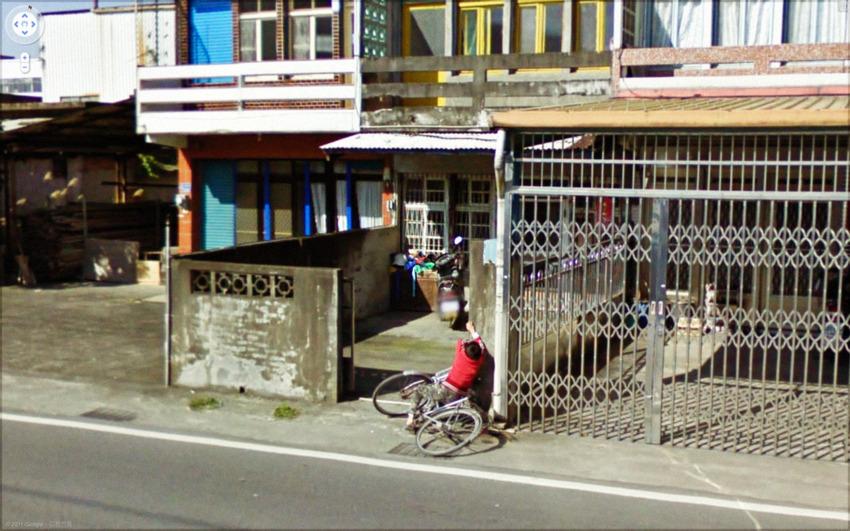 1031-streetview kid