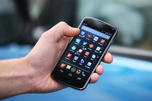 研調:低價智慧手機加速崛起 明年 Android 市佔近八成