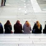 彭博調查:經濟大衰退讓現代人不想婚、也不想生