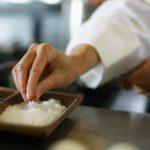 怕吃太鹹?鹽湯匙幫你測出食物裡的鈉含量