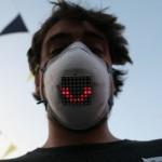 口罩下的表情誰知道?LED 表情口罩讓你戴著也能對人微笑