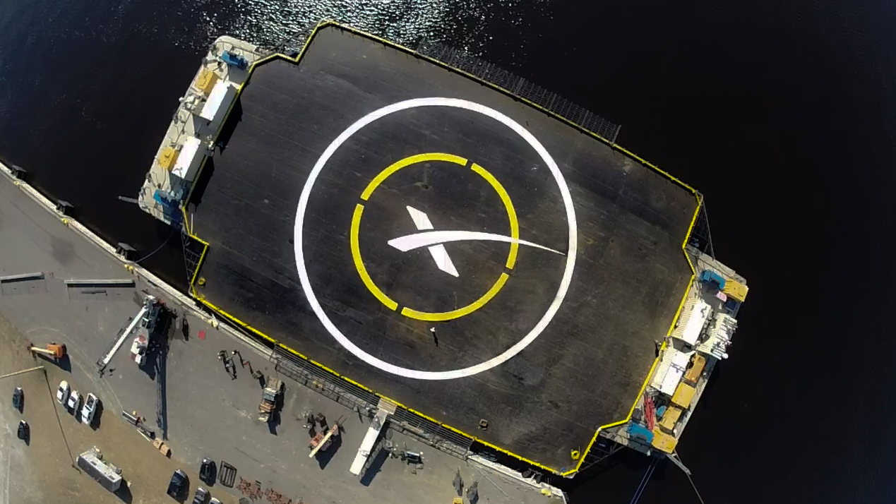 34392_large_SpaceX_Falcon_9_Landing_Pad_Barge_FP_Wide