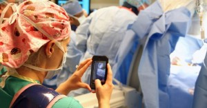 New app allows nurses to send texts, photos and videos from the OR to the families of children undergoing surgery