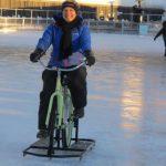 暴風雪帶來新商機,女發明家推出冰上腳踏車