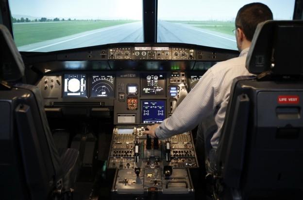 飞机驾驶舱门怎麼开?
