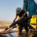 油價跌,美國石油業藍領白領需求均跌 4 成