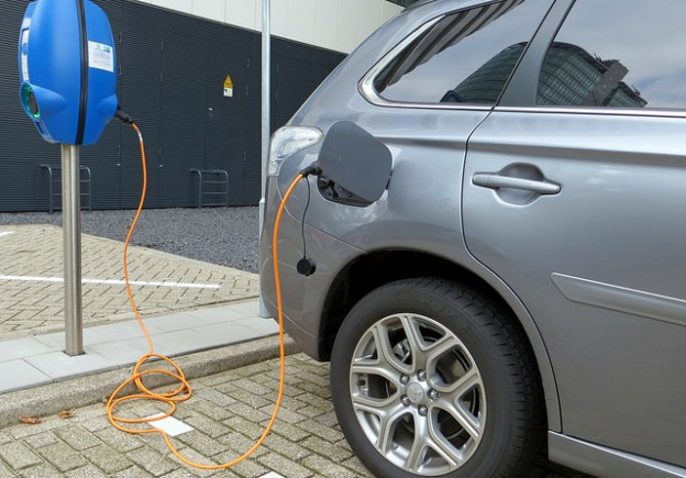 electric car charging 20150410