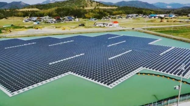 floating solar plant in Japan 20150427