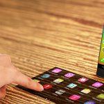 螢幕無處不在!聯想推出智慧型投影手機 Smart Cast
