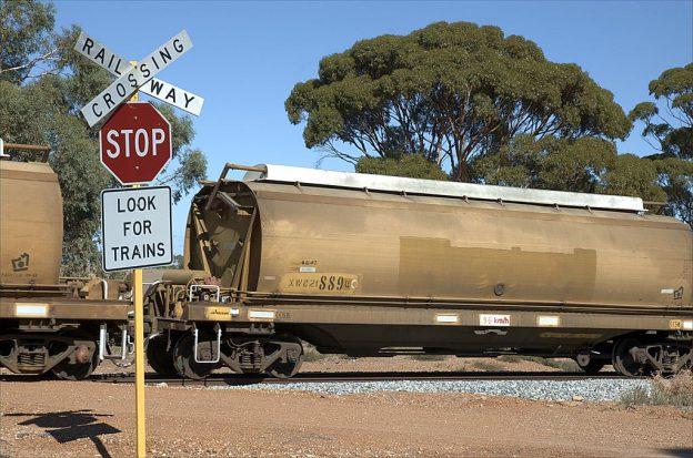 1024px-Railway-crossing-Wyening