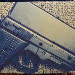 如果你買了槍枝外型的 iPhone 保護殼,可別拿去美國使用
