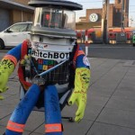 人間險惡!搭車環遊世界的機器人 HitchBOT 在美國遇害