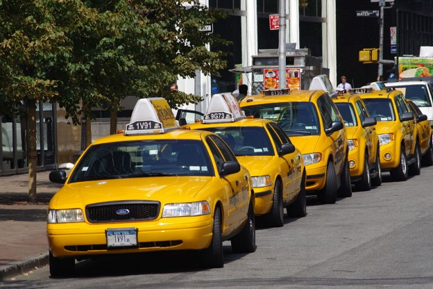 1024px-Yellow_Cabs_in_New_York