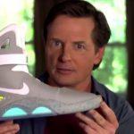 NIKE 如期履行承諾,讓 Michael J. Fox 真的穿上自動綁帶球鞋