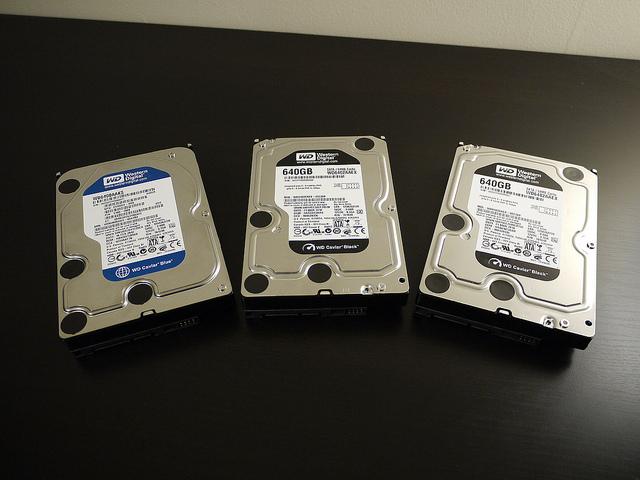 固態硬碟持續翻紅,硬碟出貨量黃金 10 年已過?