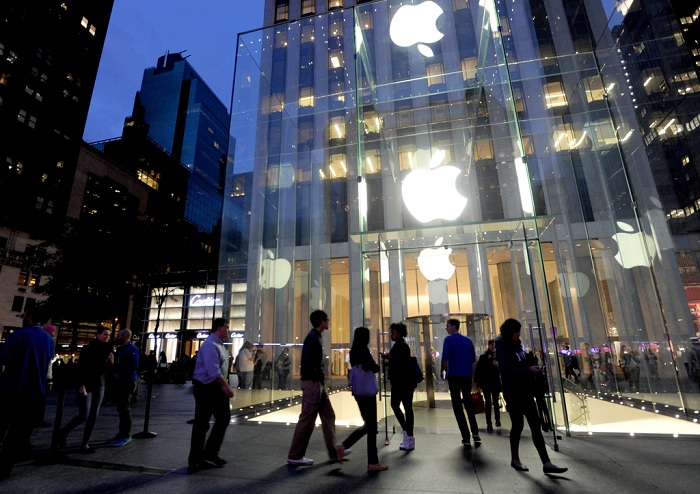 Apple iPhone 6 and iPhone 6 Plus go on Sale - New York