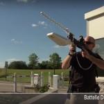 無人空拍機誤闖禁飛區域,拿出 DroneDefender 來福步槍擊落它