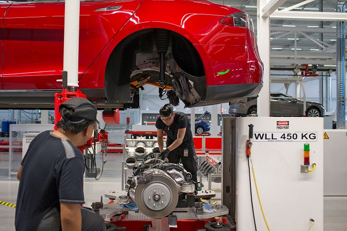 Tesla Factory_huxiu101604