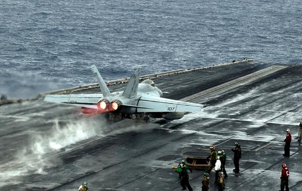 看美国怎麼在航空母舰上测试战斗机电磁