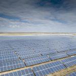 中國傳出要砍太陽能、風力發電補貼!陸相關類股倒地