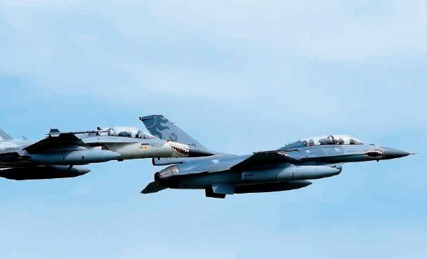 但陈文政认为,如果台湾有能力制造教练机,却买了国外的飞机,不但钱被