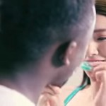 中國洗衣錠廣告引種族歧視爭議,竟讓黑人進洗衣機洗一洗變中國人