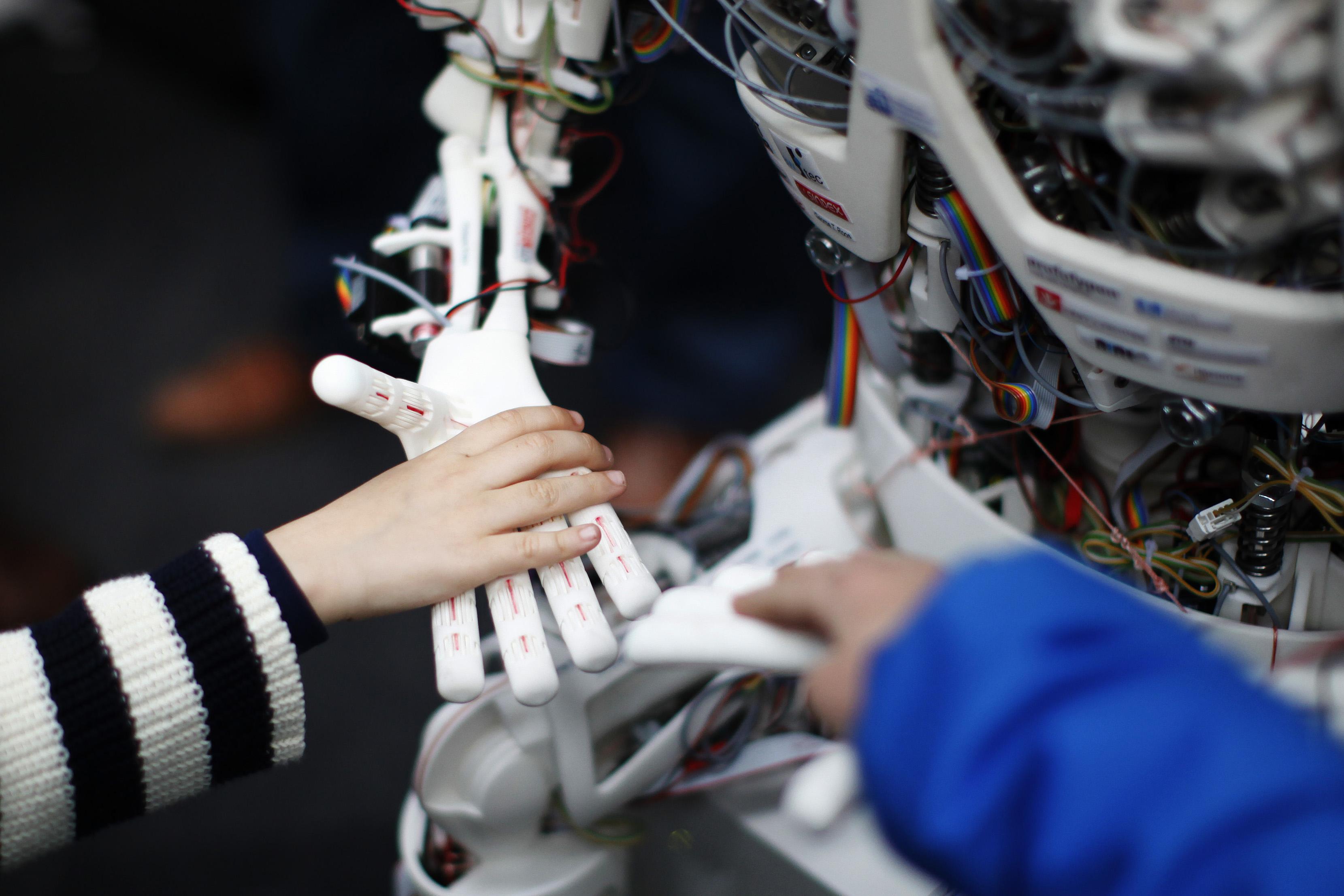 機器人、虛擬實境、人工智慧等技術的未來是什麼?幾個頂級大腦給你一些參考