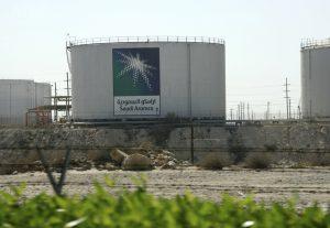 達志影像不得重複使用!!! Oil tanks seen at the Saudi Aramco headquarters during a media tour at Damam city November 11, 2007.    REUTERS/ Ali Jarekji   (SAUDI ARABIA) - RTX8BN