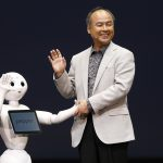 達志影像不得重複使用!!! SoftBank Corp. Chief Executive Masayoshi Son (R) waves with the company's human-like robots named 'pepper' during a news conference in Urayasu, east of Tokyo June 5, 2014. Japan's SoftBank Corp is developing human-like robots which it will use to staff its cellphone stores in a move aimed at expanding the mobile phone and Internet conglomerate's technological reach. Son announced the plan at a news conference on Thursday, the robot will go on sale to public in Japan from February 2015, which price is about 198,000 yen. Softbank will use technologies developed by French robotics company Aldebaran, in which it took a stake in 2012. REUTERS/Issei Kato (JAPAN - Tags: SCIENCE TECHNOLOGY BUSINESS TELECOMS SOCIETY) - RTR3S9YS