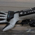 戴上手套就變馴「機」高手!國外玩家讓任天堂 Power Glove 變身無人機操控器